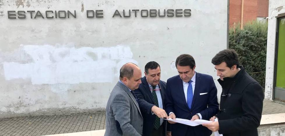 Suárez-Quiñones asiste al replanteo de la reforma de la estación de autobuses de Rioseco