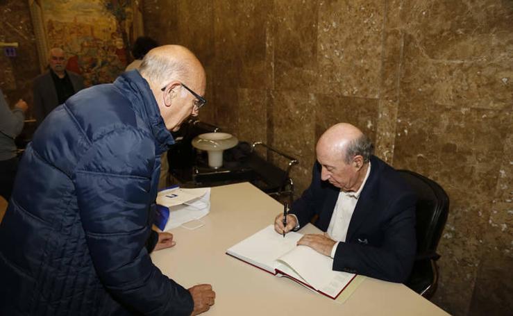 Presentacion del libro de José María Pérez Peridis 'Hasta una ruina puede ser esperanza'