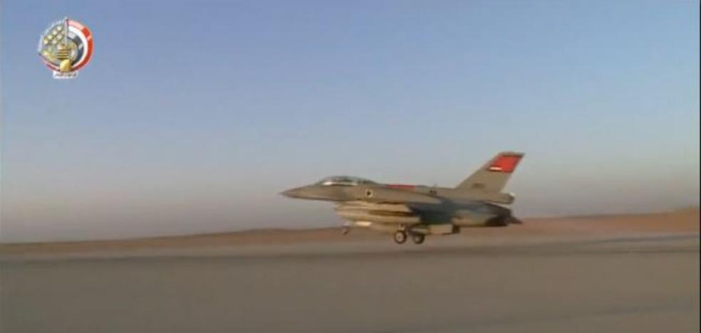 Aviones de combate egipcios bombardean el norte del Sinaí tras la matanza de la mezquita de Al Rawdah