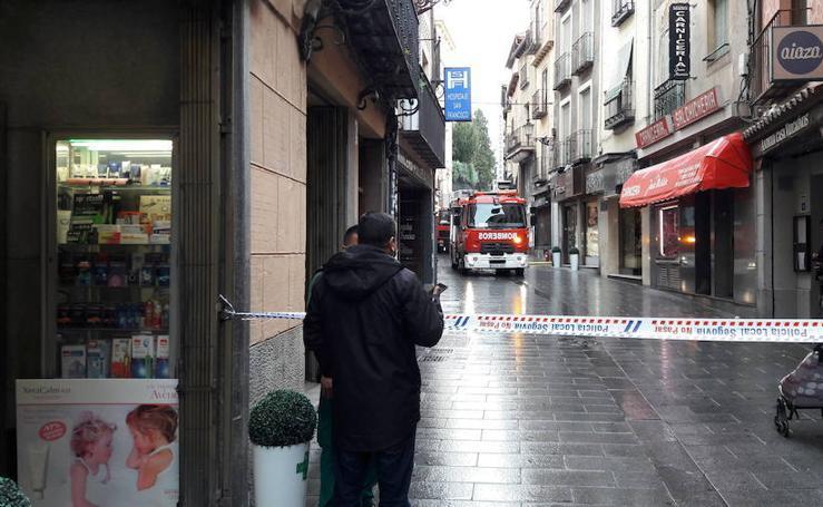 El incendio de una freidora obliga a acordonar la calle San Francisco de Segovia