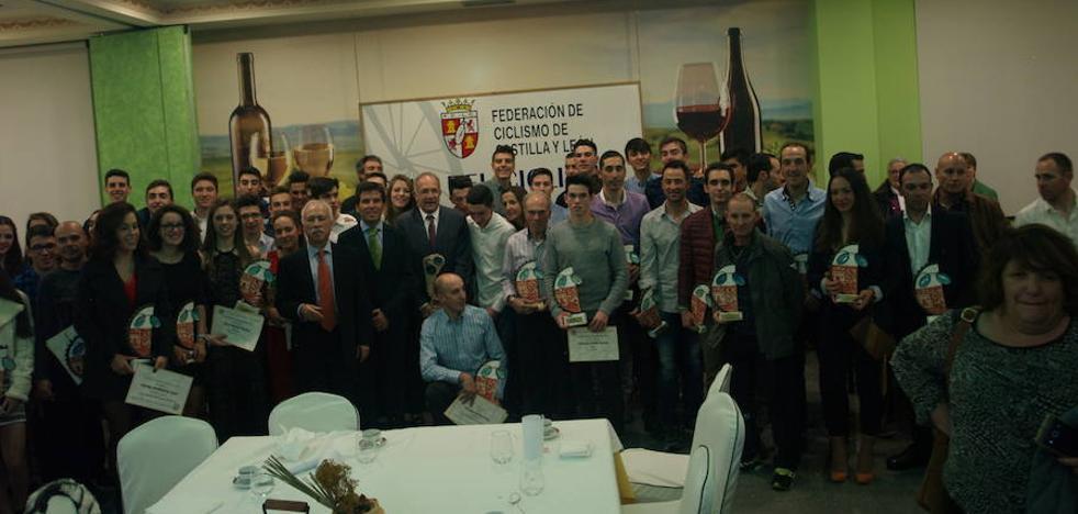 El ciclismo regional premia a sus mejores deportistas de 2017