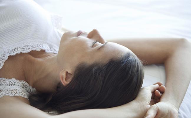 Insomnio: los alimentos para dormir mejor y los que quitan el sueño