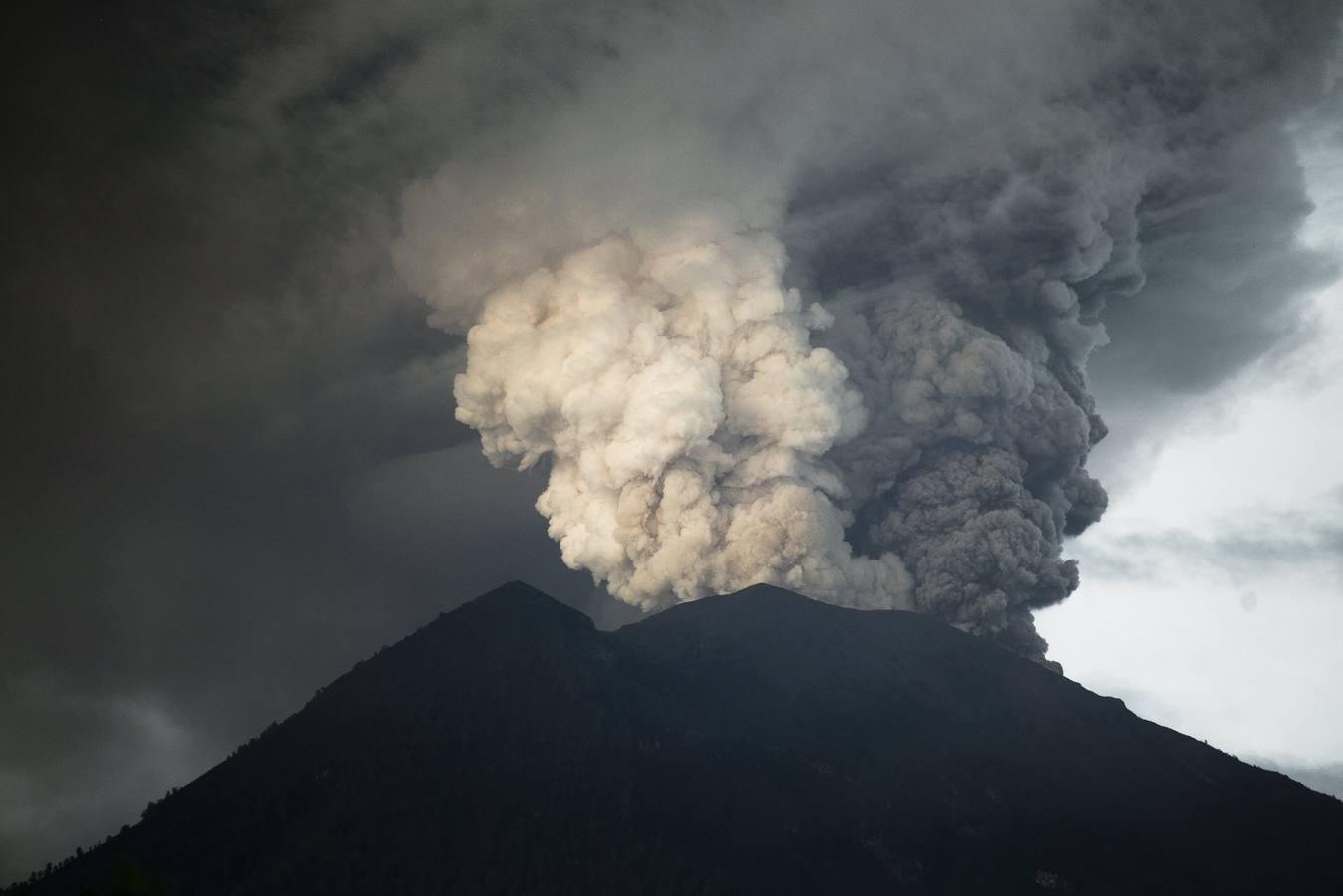 La erupción del volcán Agung en la isla de Bali