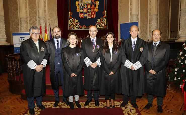 El Colegio de Abogados de Palencia acoge a los nuevos colegiados y reconoce la trayectoria de los veteranos