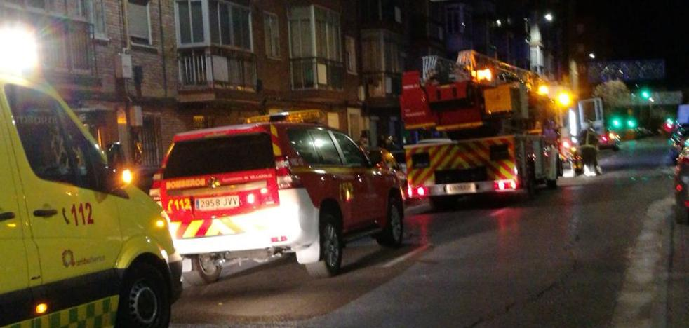 Dos intoxicados por humo tras incendiarse una campana extractora en La Rondilla