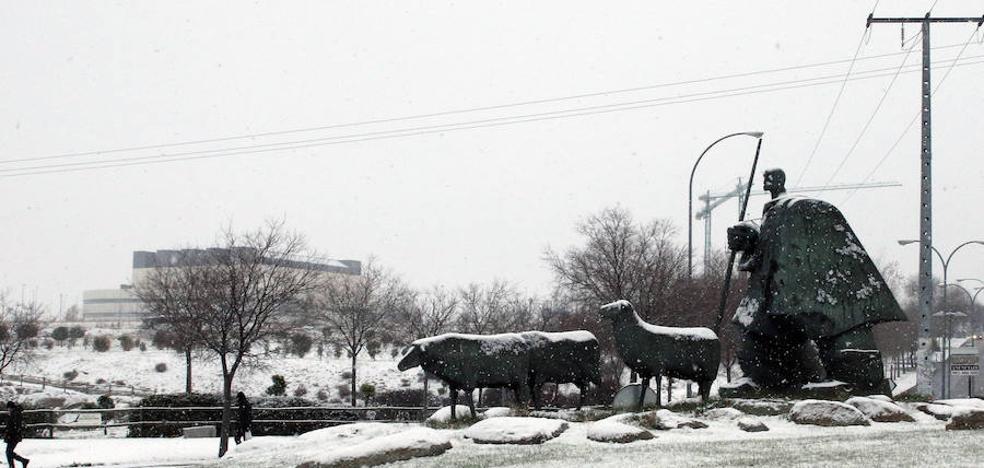 La nieve y el hielo complican el tráfico en dieciséis carreteras de Segovia