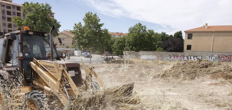 El Ayuntamiento ultima la limpieza de 400 solares de titularidad pública