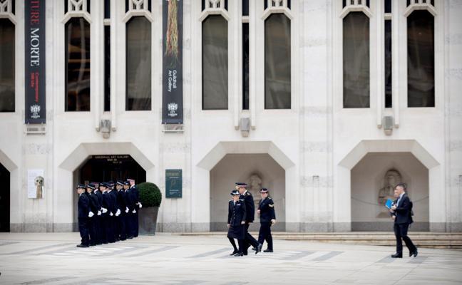 Las policías de Londres dan su más alta condecoración a la memoria de Ignacio Echeverría