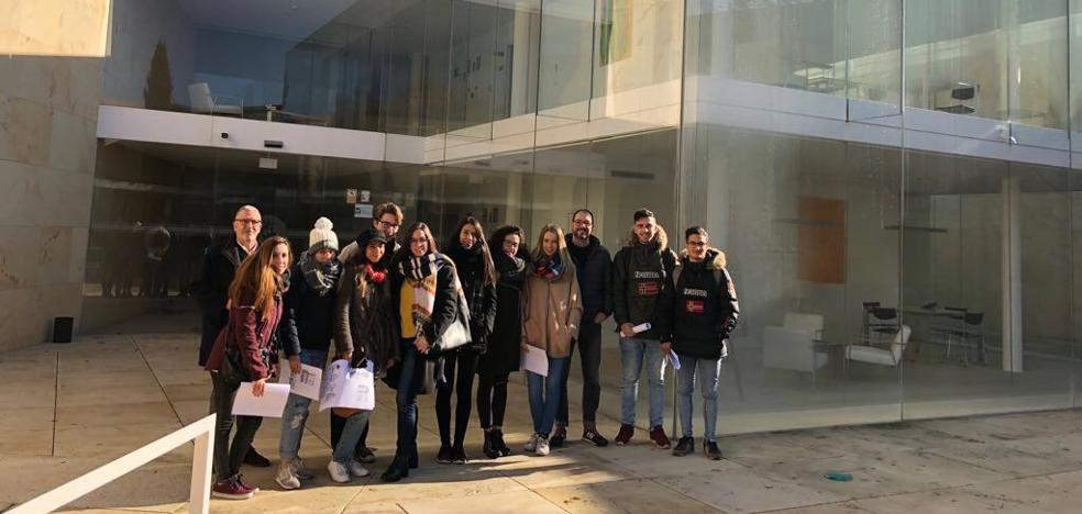 Estudiantes de la Escuela de Arte de Zamora conocen la sede del Consejo Consultivo