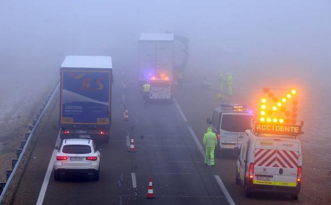Un herido tras chocar dos camiones y dos turismos en la A-62 en Valladolid