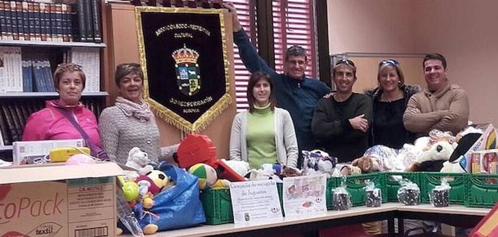Gomezserracín y Chatún recogen más de 160 juguetes para Ningún Niño Sin Sonrisa