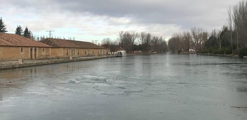 La bella estampa invernal del Canal de Castilla en Rioseco