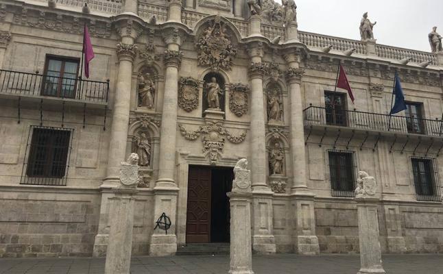 Los vándalos atacan la fachada histórica de la Universidad de Valladolid