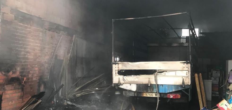 Sofocado un incendio en una nave agrícola entre Villanubla y Wamba