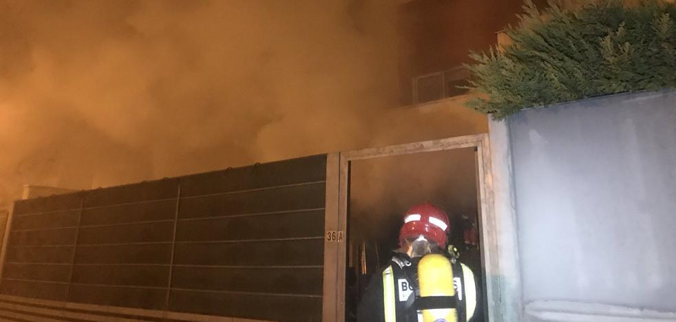 El incendio en un adosado de Cabezón de Pisuerga obliga a desalojar a varias familias