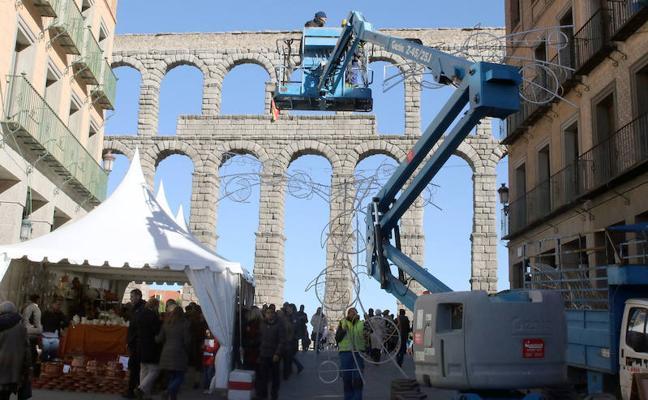 La tardía iluminación navideña de Segovia
