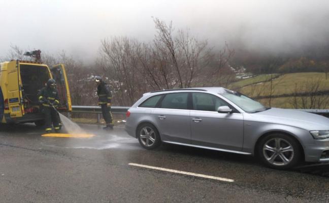 Fallece un conductor al caer una piedra sobre su coche subiendo el puerto de San Isidro