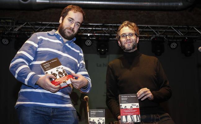 El salmantino Manuel Recio recopila en 'Atardecer en Waterloo' la historia de los Kinks