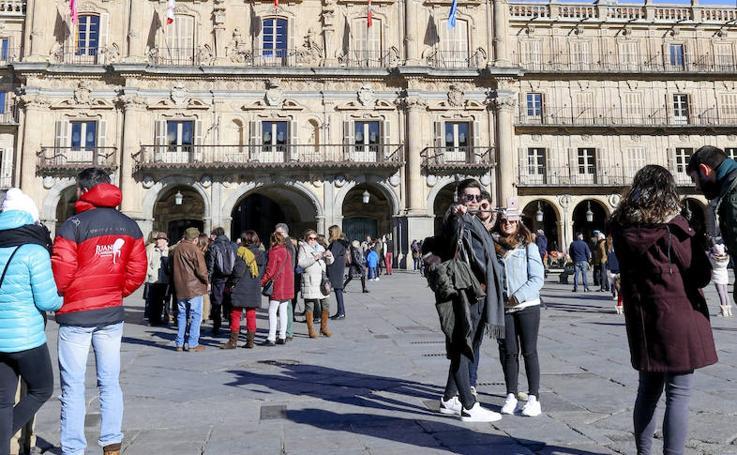Salamanca se llena de turistas durante el puente de diciembre