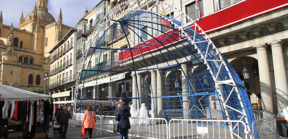 Segovia instala el belén junto a los soportales del Ayuntamiento