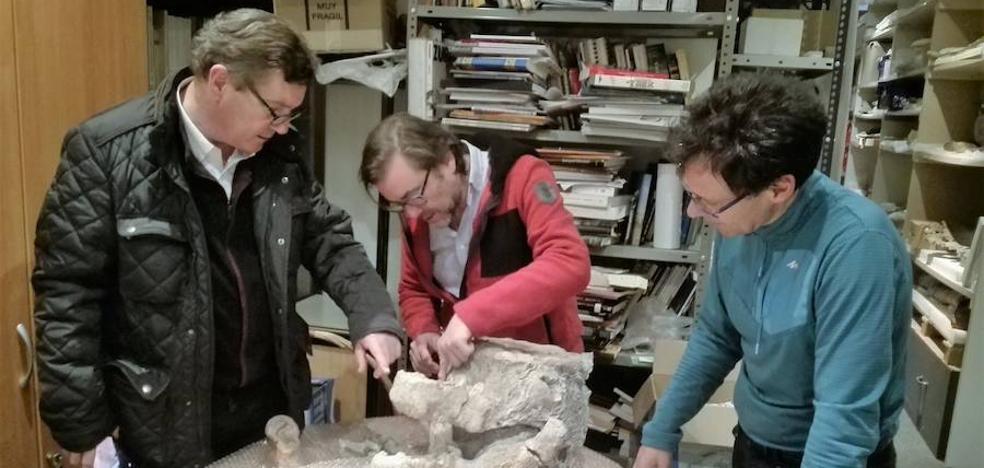 El dinosaurio 'Europatitan eastwoodi' y el saurópodo de Torrelara comparten vértebras con anomalías