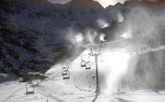 La estación de La Pinilla cierra por vientos de hasta 90 kilómetros por hora