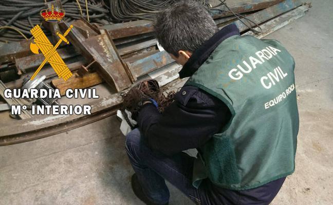 Detenido tras robar 21 baterías de vehículos en Carbajosa