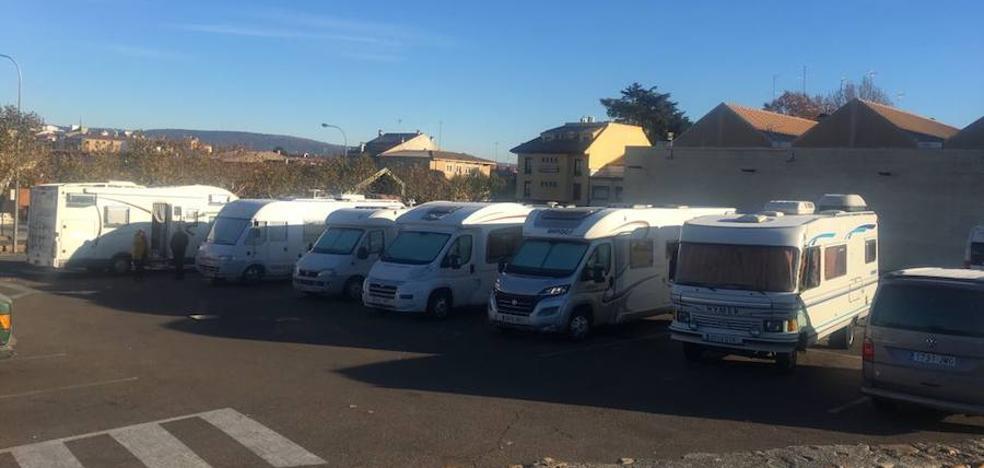 El PP insiste en la necesidad de habilitar un aparcamiento para las autocaravanas