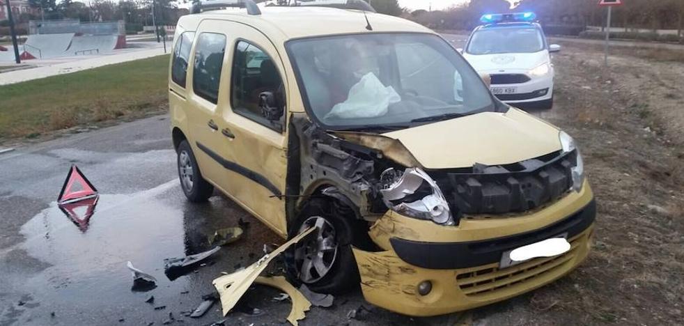 Un herido tras colisionar dos vehículos en el Pinar de Antequera