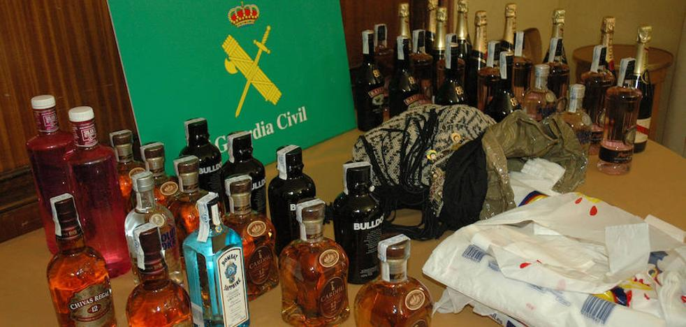 Les pillan con 39 botellas de alcohol robadas en tres supermercados de La Lastrilla
