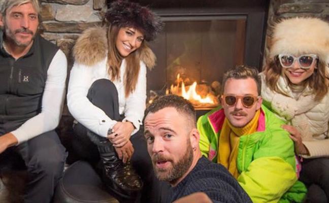 Paula Echevarría disfruta en la nieve con un grupo de amigos