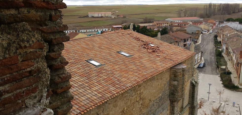 El viento causa daños en el tejado de la iglesia de Villasirga