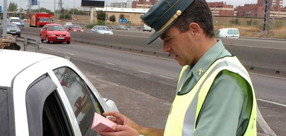 Condenado a seis meses de cárcel por dar el nombre de su excuñado a la Guardia Civil para eludir una multa