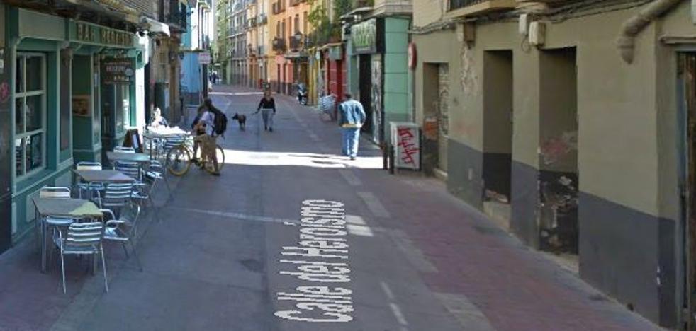 Muere un hombre tras recibir una paliza por llevar unos tirantes con la bandera de España