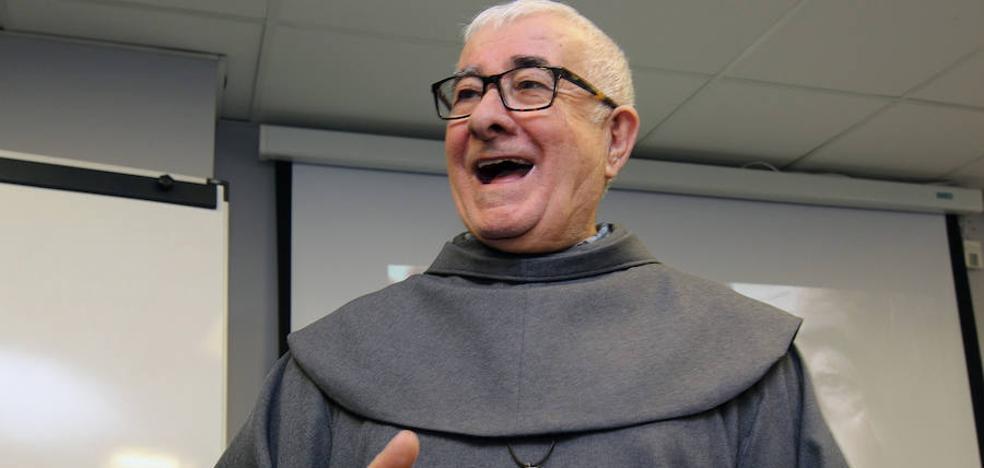 'Padre Patera' «La exclusiva del voluntariado no la tenemos los curas y los frailes»