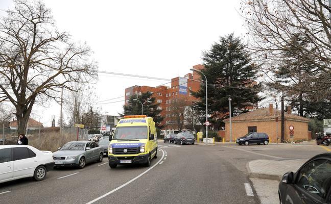 La Federación de Vecinos exige en las Cortes que el aparcamiento del hospital sea gratuito siempre