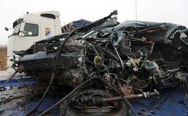 Un fallecido y un herido en un choque frontal en la N-234, en Alconada