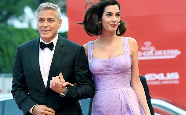 George Clooney regala un objeto inesperado a los pasajeros de su vuelo