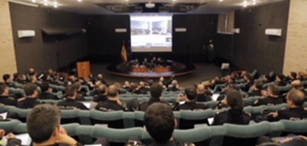 Los docentes de la Escuela de Policía se instruyen en la Universidad Isabel I