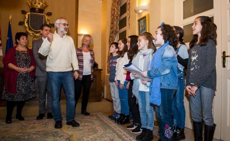 Los alumnos del Claret felicitan la Navidad a los segovianos