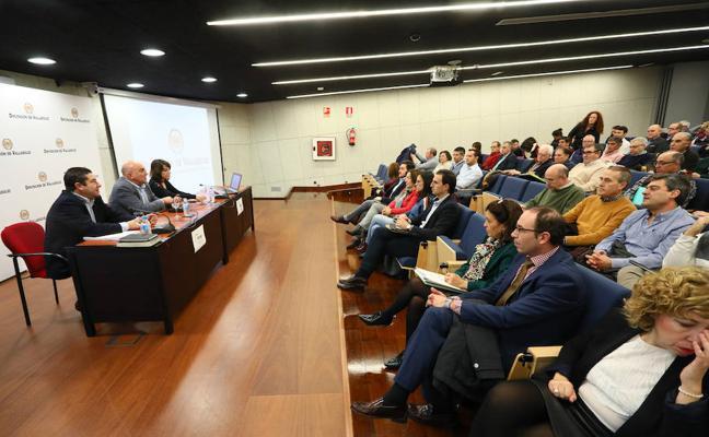 Alcaldes y secretarios municipales conocen las novedades de los Planes Provinciales 2018-2019