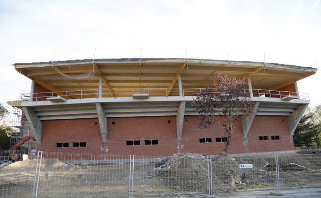 La empresa pagará 5.000 euros diarios de multa por el retraso en la obra del pabellón