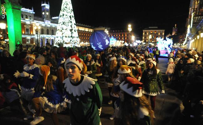 Papá Noel recorre las calles de Valladolid en su particular 'Cabalgaza'