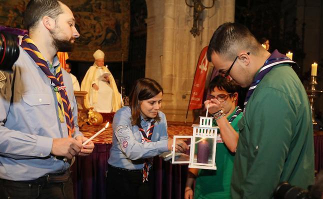 Palencia reparte la luz de la paz de Belén