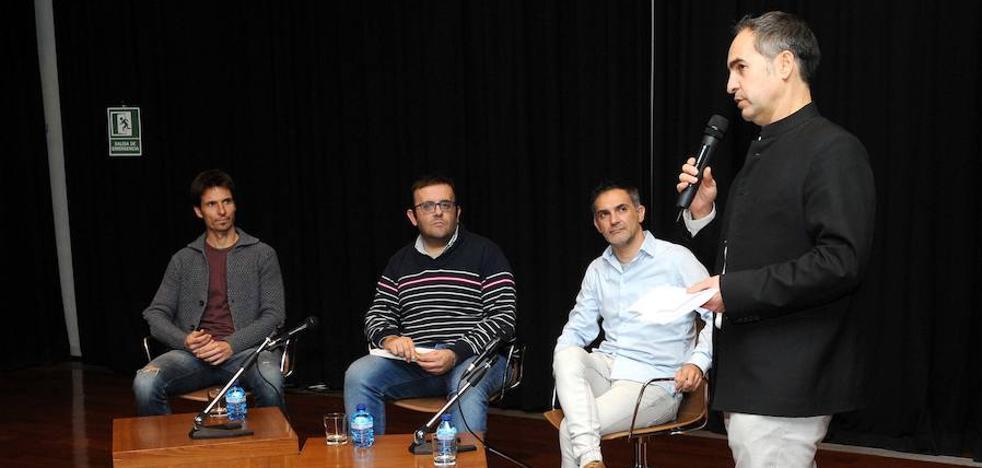 Álvaro Rubio: «Las carencias del fútbol indio las suplen sus aficionados»