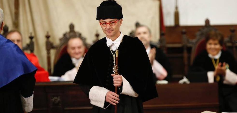 El catedrático Ricardo Rivero toma posesión del cargo de rector de la Universidad