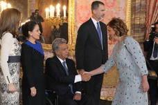 La presidenta de la Diputación, con los Reyes