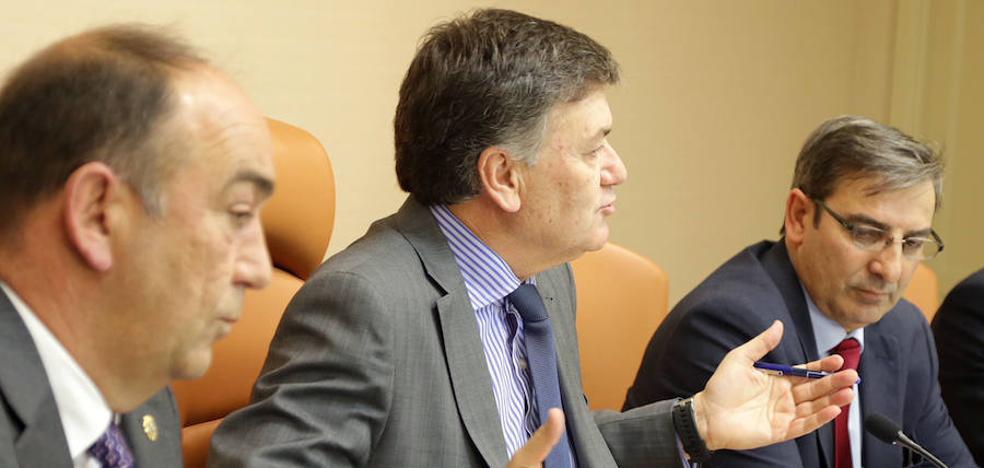 Francisco Vázquez: «¿La máxima obra en una legislatura es cambiar doce bolardos diez metros?»