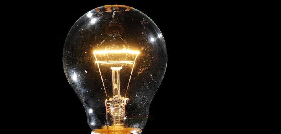 El pago de 2.500 recibos de luz y gas en los seis primeros meses aumenta las ayudas de la Junta