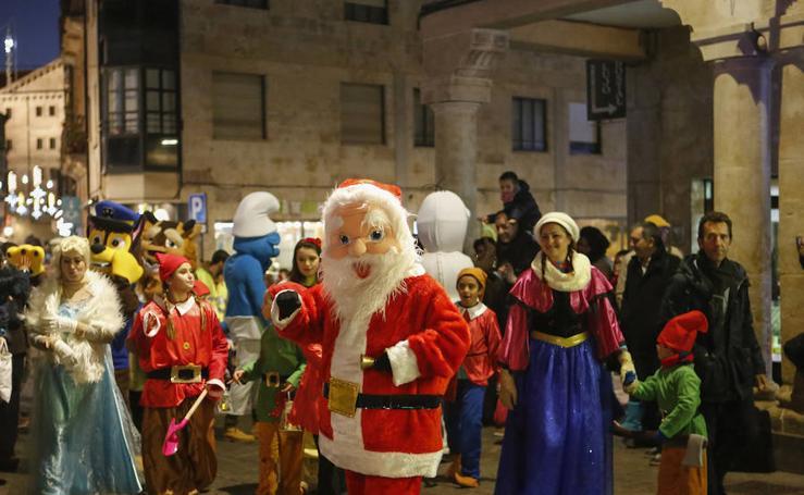 V Desfile Benéfico de la Archicofradía del Rosario de Salamanca en beneficio de Cruz Roja y el Comedor de los Pobres